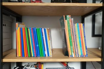 Loftowa podpórka na książki