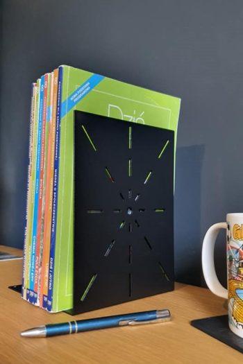 Industrialna podpórka na książki