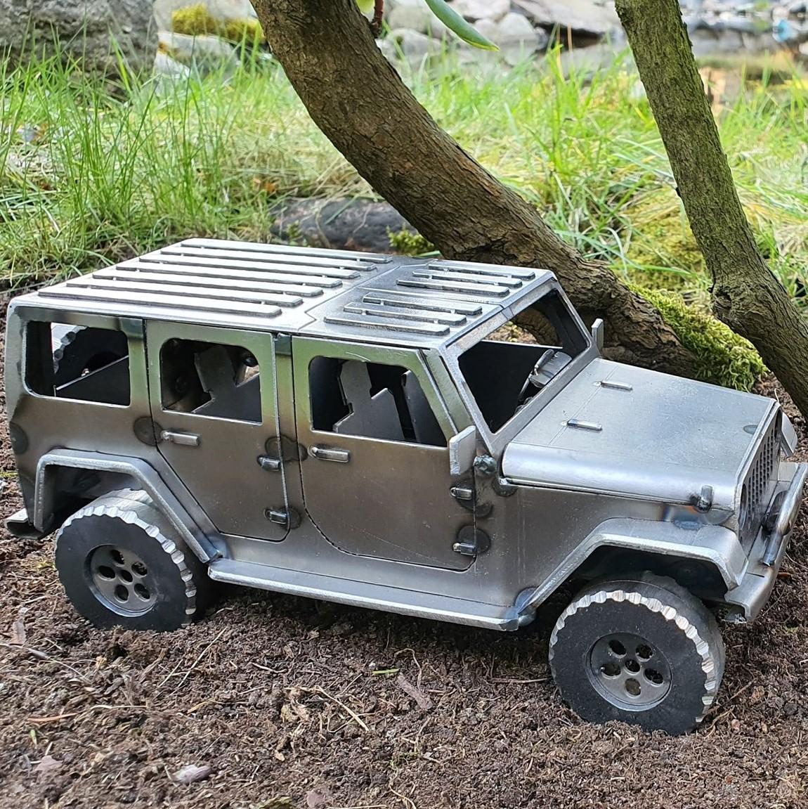 Loftowy model samochodu terenowego
